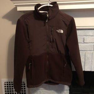 Size M brown Denali North Face jacket